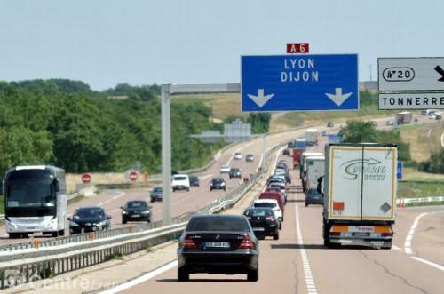 trafic-autoroutier-circulation-autoroute-a6-departs-en-vacan_2080873.jpg